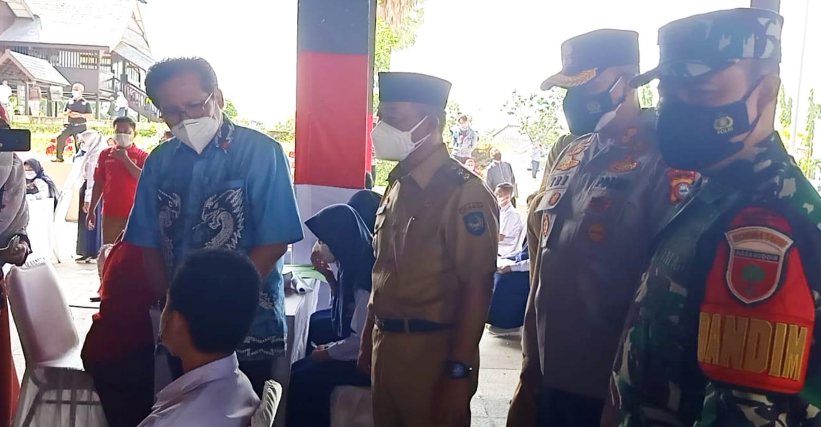 Jubir Presiden RI Kunjungi Lokasi Vaksinasi Untuk Pelajar, Kapolres Gowa Dan Forkopimda Dampingi