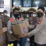 Kabid Humas Polda Sulsel Serahkan 500 Paket Sembako untuk Wartawan