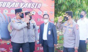 Wakapolda Sulsel Tinjau Gelora Vaksinasi Pelajar SMKN 02 Makassar yang Digelar Akpol 1998