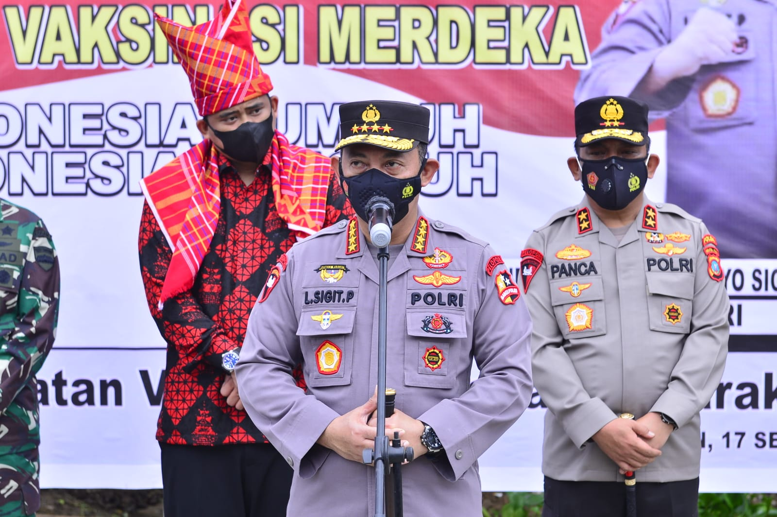 Tinjau Vaksinasi Serentak 31 Titik di Sumut, Kapolri Optimis, Target Indonesia Tercapai