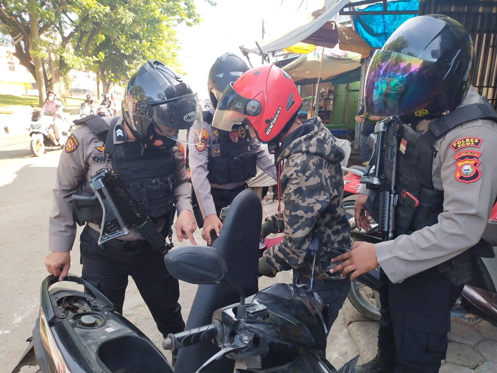 Tegakkan Displin Penggunaan Masker, Unit 01 Turjawali Samapta Polres Gowa Gelar Operasi Yustisi
