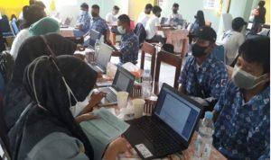 Polda Sulsel Laksanakan Vaksinasi Massal Di SMAN 14 Makassar