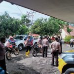 Polisi Bantu Korban Banjir Dan Tanah Longsor Di Kab. Luwu